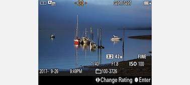 Hình ảnh màn hình LCD minh họa cách sử dụng chức năng đánh giá