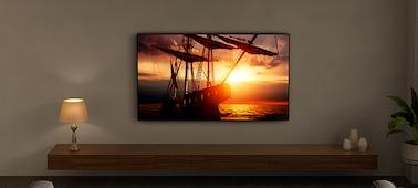 Hình ảnh TV trong môi trường phòng khách thể hiện công nghệ Ambient Optimization