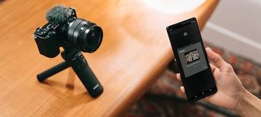 Hình ảnh tình huống của một người sử dụng Imaging Edge Mobile