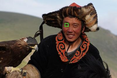 Chọn Eye AF phải/trái bằng một thao tác chạm