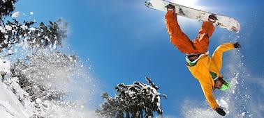 Hình ảnh người trượt ván tuyết thể hiện chi tiết sắc nét với công nghệ LED XR X-Motion Clarity™