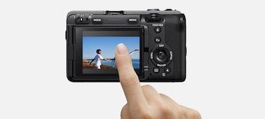 Hình ảnh chạm vào màn hình LCD để điều khiển lấy nét